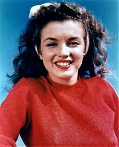 Norma Jean Dougherty (Marilyn Monroe) @ 1943. Natural brunette! Love this pre-Hollywood styling and surgery.