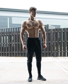 If drugs make you visit the world in your place. Sport makes you feel like a king. For see more of fitness life images visit us on our website ! Tips Fitness, Fitness Gear, Muscle Fitness, Muscle Men, Physical Fitness, Fitness Models, Fitness Motivation, Mens Fitness Model, Fitness Life