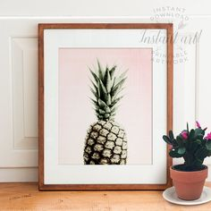 This high-resolution pineapple PRINTABLE art is available immediately after purchase as a JPG file in 5x7, 8x10, 11x14 and A4 sizes. ♛ THE CROWN
