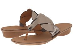 Paul Green Winnie Sandals ** Learn more by visiting the image link. (This is an affiliate link and I receive a commission for the sales) Cute Shoes Flats, Chanel Shoes Flats, Shoes Sandals, Flat Sandals, Women's Flats, Pretty Sandals, Beautiful Sandals, Slingback Flats, Platform Wedge Sandals