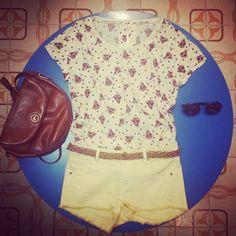 #Maglia con #barche 28 euro, #shorts #gialli 26 euro, cintura 10 euro #borsa in #pelle #vintage 35, #occhiali 25 euro!