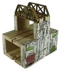 wooden train mountain - Hledat Googlem Baby Skiing, Art Wall Kids, Wall Art, Wooden Train, Lego Toys, Mountain, Cool Stuff, Trains, Bridge
