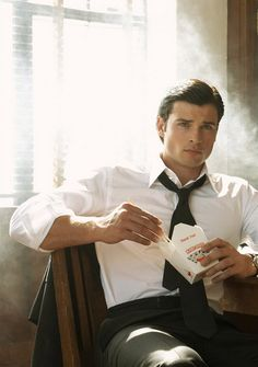 Tom Welling as Superman from Smallville series Tom Welling Smallville, Smallville Clark Kent, Pretty People, Beautiful People, My Sun And Stars, Raining Men, Attractive Men, Good Looking Men, Man Crush