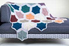 Bold Beginner Knits by Kate Davies is now in stock! Bind Off Knitting, Knitting Books, Knitting Yarn, Knitting Patterns, Wool Shop, Yarn Shop, Crochet Hooks, Knit Crochet, Knit In The Round