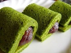 Matcha Anko Roll. Eh? Only five ingredients and costs US$ 0.04 per serving?