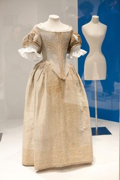 Comparison - 1660s England - silver tissue dress, Fashion Museum Bath - Note the shoulder is higher than some other Stuart Cavalier styles