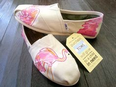 (vu) Lilly Pulitzer Toms in Pink Flamingos Flamingo Shoes, Pink Flamingo Party, Flamingo Decor, Pink Flamingos, Flamingo Gifts, Cute Shoes, Me Too Shoes, Kitsch, Street Style Shoes