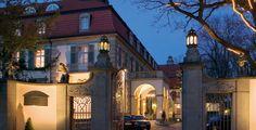 Dem Finale ganz nah - WM-Quartier - Wie leben die deutschen Kicker während der WM im Schlosshotel im Grunewald? Unikosmos hat sich in der edlen Herberge umgeschaut.