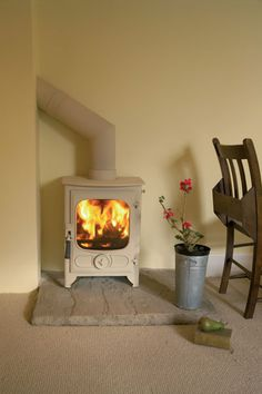 Charnwood Country 4 Stove available as Charnwood Country 4 wood burner or Country 4 Multi-fuel - View Country 4 in our showrooms in Wales Corner Wood Stove, Wood Stove Hearth, Stove Fireplace, Hearth Tiles, Small Stove, Snug Room, Multi Fuel Stove, Deco Retro, Yurts