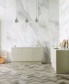 White marble wall tiles in the kitchen New natural stone tiles from Mandarin Stone - Hege in France Stone Tile Flooring, Natural Stone Flooring, Stone Tiles, Ceramic Floor Tiles, Wall And Floor Tiles, Porcelain Tiles, Wall Tiles, Mandarin Stone, Wood Effect Tiles