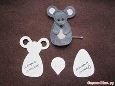 pattern for felt mouse Easy Felt Crafts, Felt Diy, Finger Puppet Patterns, Felt Ornaments Patterns, Felt Animal Patterns, Mouse Crafts, Felt Finger Puppets, Felt Quiet Books, Felt Embroidery