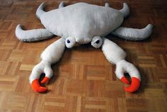 "After making an octopus plushie for her baby niece as a ""welcome to the world"" gift, fashion designer Dana Muskat decided to make an entire collection of creatures from her ""underwater universe. Denim Crafts, Felt Crafts, Big Stuffed, Octopus Stuffed Animal, Stuffed Animals, Homemade Dolls, Monster Toys, Underwater Creatures, Toy Puppies"
