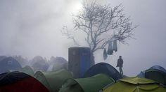 2015 kamen über die sogenannte Balkanroute von Griechenland über Mazedonien, Serbien, Kroatien und Slowenien über eine Million Menschen nach Europa. Im laufenden Jahr waren es trotz inzwischen installierter Grenzzäune noch 180.000 Geflüchtete, die auf dieser Transitroute Westeuropa erreichten. Foto: Dimitar Dilkoff/AFP