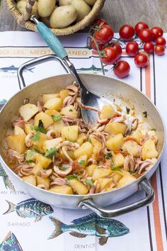 Totani e patate/Squids and potatoes [Amalfi style] Healthy Salad Recipes, Lunch Recipes, Easy Dinner Recipes, King Crab Recipe, Sauerkraut Recipes, Eating Light, How To Cook Fish, Cooking Wine, Perfect Food