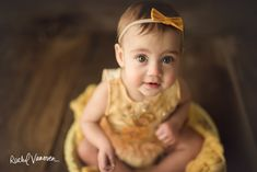Rachel Vanoven, international newborn photographer and family photographer specializing in newborn posing education workshops mentoring