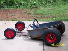 Resultado de imagen para wheelbarrow go-kart rat rods Soap Box Derby Cars, Soap Box Cars, Soap Boxes, Metal Projects, Welding Projects, Go Kart Plans, Radio Flyer Wagons, Diy Go Kart, Garage Art