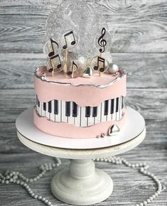 Likes, 40 Kommentare - Thos . Cute Birthday Cakes, Beautiful Birthday Cakes, Beautiful Cakes, Amazing Cakes, Elegant Birthday Cakes, Piano Cakes, Music Cakes, Crazy Cakes, Fancy Cakes