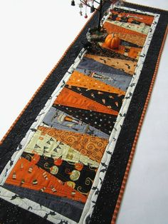 This patchwork table mat will be perfect for a Halloween party