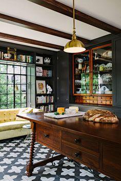 den-like corner of a kitchen (Jessica Helgerson Interior Design)