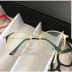 Big Glasses Frames, Nice Glasses, Eyeglasses For Round Face, Glasses Trends, Cute Frames, Fashion Eye Glasses, Sunglasses, Look, Clothes