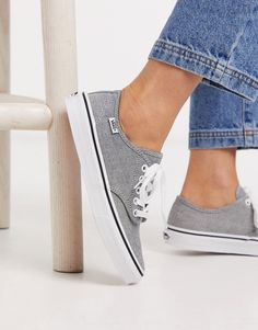 Baskets Vans Authentic gris disponibles sur girlsonmyfeet.com, click to shop 🔗 Baskets, Basket Noir, Asos, Vans Authentic, Vans Classic, Nike, Vans Sneakers, Shopping, Outfit