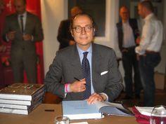 Bernhard Roetzel signiert sein Buch -Der Gentleman-