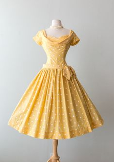 Excited to share the latest addition to my shop: Vintage Dress – Yellow Polka Dot Cotton Party Dress With Full Skirt Dropped Waist And Bow // Waist 26 - Source by Fashion dresses Vintage 1950s Dresses, Vestidos Vintage, Retro Dress, 1950s Fashion Dresses, Yellow Vintage Dresses, Vintage Yellow, 1950s Style Dresses, Retro Outfits 1950s, Vintage Clothing