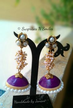 Traditional jhumkas with ghungroos :) Paper Quilling Jewelry, Paper Jewelry, Quiling Earings, Quiling Paper Art, Silk Thread Earrings, Green Craft, Paper Magic, Quilling Designs, Handmade Jewelry