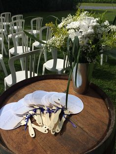 Weddings fan and Flowers by Joan Maia Let's be adventurous Wedding Fans, Things To Come, Table Decorations, Weddings, Flowers, Home Decor, Mariage, Wedding, Interior Design