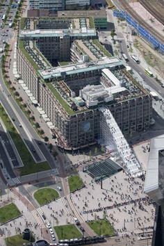 23/05/2016 - È stata inaugurata lo scorso 16 maggio a Rotterdam The Stairs, un'installazione temporanea (aperta fino al 12 giugno) commissi