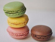 http://weaker-sex.ru Ингредиенты: Для печенья: Яйца - 6 шт. Щепотка соли Сахарная пудра - 400 г Молотый миндаль - 250 г Краситель - 1,2 капли (Желтый, розовый, зеленый, коричневый) Для...