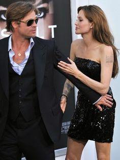 cotibluemos: Brad Pitt y Angelina Jolie se han casado en Franci. Angelina And Brad Pitt, Brad And Angie, Angelina Jolie Style, Brad Pitt And Angelina Jolie, Jolie Pitt, Hollywood, Celebrity Couples, Celebrity Style, Divas