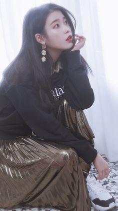 Warner Music, Asian Celebrities, Korean Bands, Pretty And Cute, Ulzzang Girl, K Idols, Hair Pieces, Girl Crushes, Female Models
