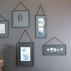 Cadre photo en verre et métal vielli Gigantic Kiko Nkuku - Rectangle Metal Photo Frames, Hanging Picture Frames, Hanging Pictures, Gallery Wall Frames, Frames On Wall, Hipster Pictures, Photo Arrangement, Antique Metal, Round Mirrors