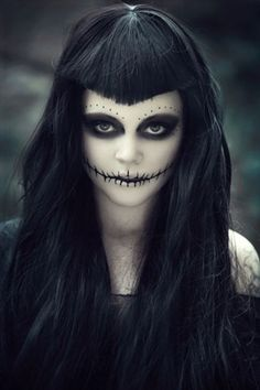 Halloween Makeup For Women – 60 Creepy Makeup Ideas Loading. Halloween Makeup For Women – 60 Creepy Makeup Ideas Halloween Zombie, Diy Halloween Face Paint, Zombie Make Up, Creepy Halloween Makeup, Looks Halloween, Creepy Makeup, Witch Makeup, Halloween 2017, Costume Halloween