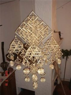 Russian, Belarussian, Ukrainian traditional straw decorations: соломенный паук, соломинка, павук соломки, ліхтар. Diy And Crafts, Arts And Crafts, Handmade Ornaments, Straws, Diy Projects To Try, Twine, Finland, Sculptures, Weaving