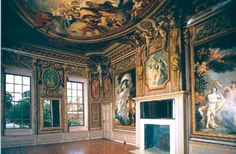 """When people ask me what I am going to do with my life studying museums, my response should be: """"Why wouldn't I study museums when I could potentially work in a palace one day?"""" Hampton Court Palace, United Kingdom. Home to Henry VIII."""