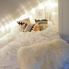 Teen Girl Bedrooms stunning decor ideas, styling reference 7363186635 - Super decor tricks to create a fantabulous and super cozy teen girl bedrooms themes shabby chic . The truly coool tip imagined on this imaginative moment 20181207 Cosy Bedroom Decor, Cozy Teen Bedroom, Girls Bedroom, Bedroom Ideas, White Bedroom, Cool Dorm Rooms, Awesome Bedrooms, Loft Room, Bedroom Loft