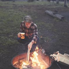 The fire is making that special crackling sound and we're loading up on S'mores. Happy summer everyone! Photo by @ourfreeways #pendleton #pendletonmugs #yellowstone #camping #smores #nationalparks *Click the link in our bio to shop today.