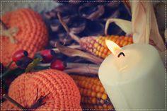 bandorka: Podzimní okrasné dýně Caramel Apples, Halloween, Pillar Candles, Utah, Breakfast, Desserts, Food, Morning Coffee, Tailgate Desserts