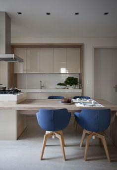 90 Elegant And Modern Kitchen Decor Ideas 29 - Home Decor & Design Kitchen Dinning, Home Decor Kitchen, Home Kitchens, Decorating Kitchen, Kitchen Ideas, Kitchen Island, Dining Room, Dining Table, Modern Kitchen Design