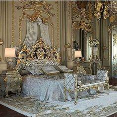 Luxury bedroom design mansions beds 30 New Ideas Castle Bedroom, Mansion Bedroom, Mansion Interior, Luxury Interior, Castle Rooms, Palace Interior, Royal Bedroom, Bedroom Sets, Dream Rooms