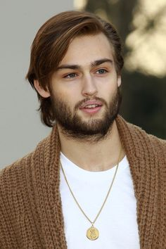 Douglas Booth Suitably booted (and impressively bearded) on the way to take his front row seat at Burberry Prorsum in Kensington Gardens. Description from pinterest.com. I searched for this on bing.com/images