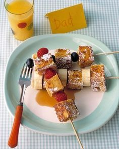 French Toast Kebabs - Martha Stewart Recipes - such a great idea for a brunch! Think Food, I Love Food, Good Food, Yummy Food, Fun Foods To Make, Food To Make, Brunch Recipes, Breakfast Recipes, Brunch Ideas