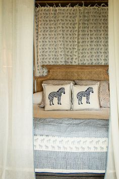 Pomegranate Inc | Serengeti Quilt and Pillows
