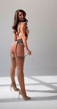 Stockings Lingerie, Sexy Stockings, Jolie Lingerie, Lingerie Set, Beautiful Legs, Gorgeous Women, Nylons And Pantyhose, Sexy Legs And Heels, Pretty Lingerie