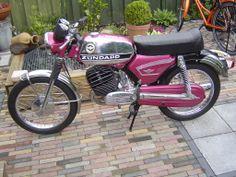 ZUNDAPP Yamaha Motorcycles, Cars And Motorcycles, Mini Motorbike, Motorized Bicycle, Classic Bikes, Vintage Bikes, Street Bikes, Motorbikes, Retro