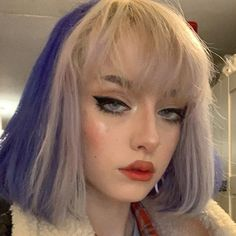 NEW hair n NEW tattoo 🤪 Colour on the back in voilette by Tattoo was by Hair Color Purple, Hair Dye Colors, Green Hair, 90s Grunge Hair, Short Grunge Hair, Hair Streaks, Hair Highlights, Color Streaks, Hairstyles With Bangs