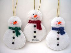 Etsy の Snowman Felt Christmas Ornament ONE ORNAMENT by ynelcas