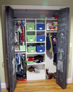 Mueble escritorio repisa y puertas enchapadas closet con for Closets modernos para jovenes